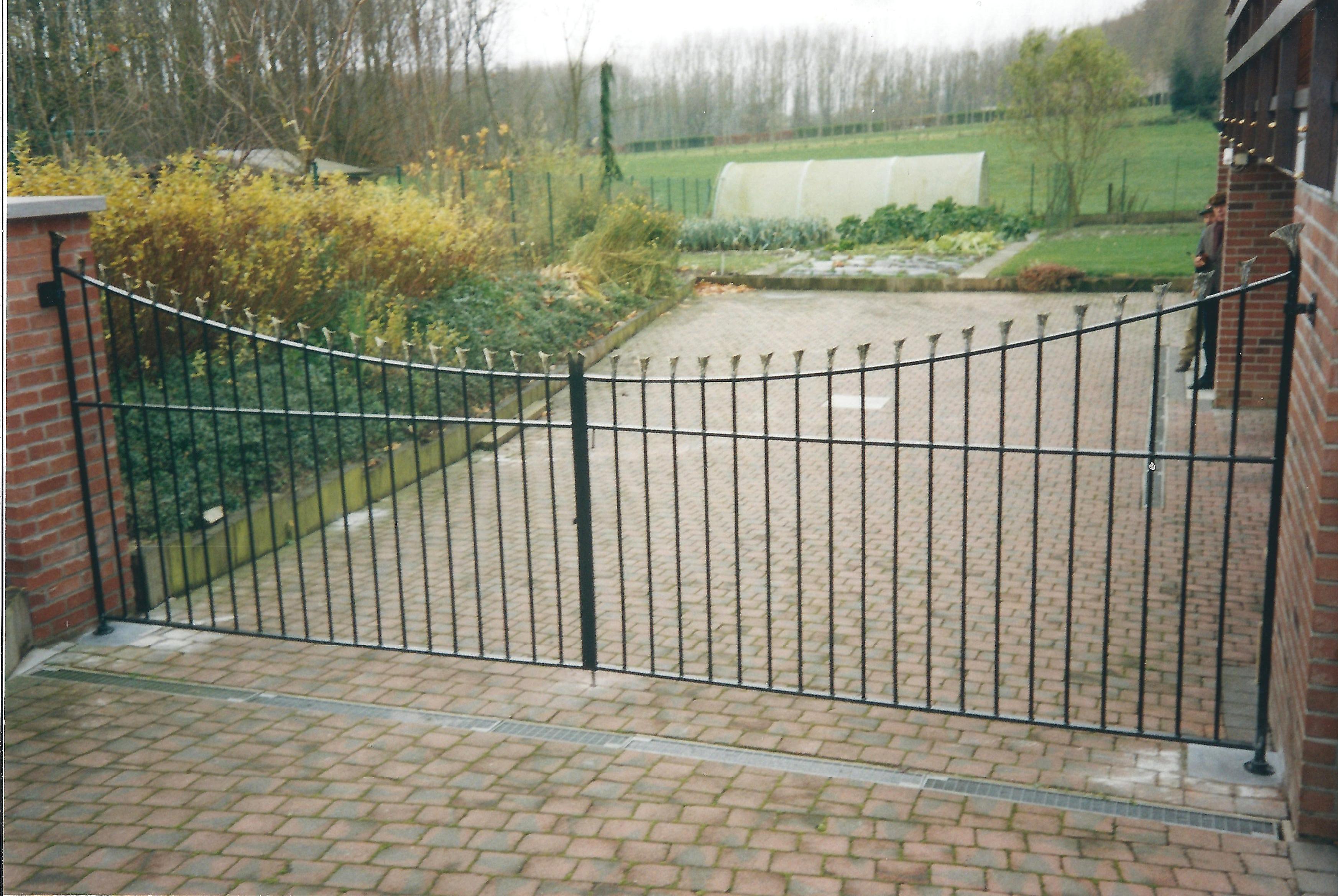 Open hekwerk en poorten